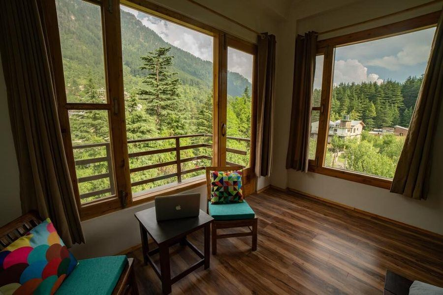 1406-hostel-in-manali superior-room-new1