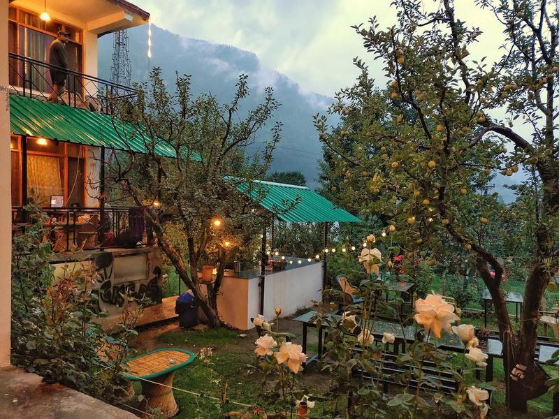 1421-hostel-in-manali 1