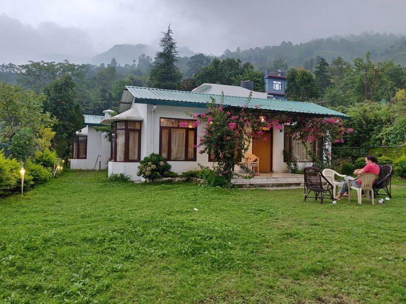 2107-villa-in-bhimtal exterior1