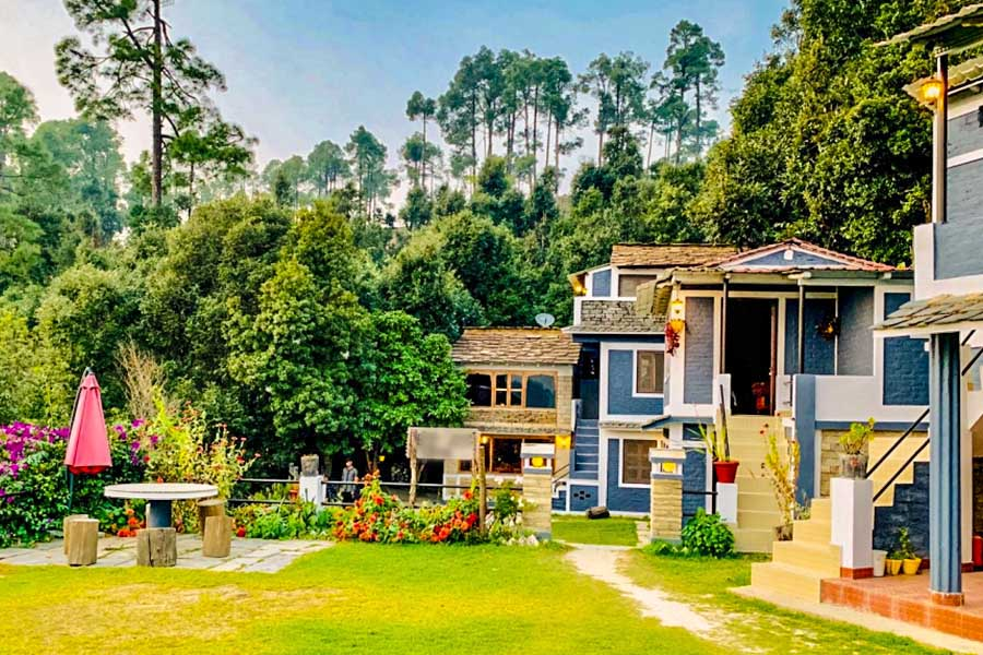 2301-resort-in-binsar outside-sitting-area