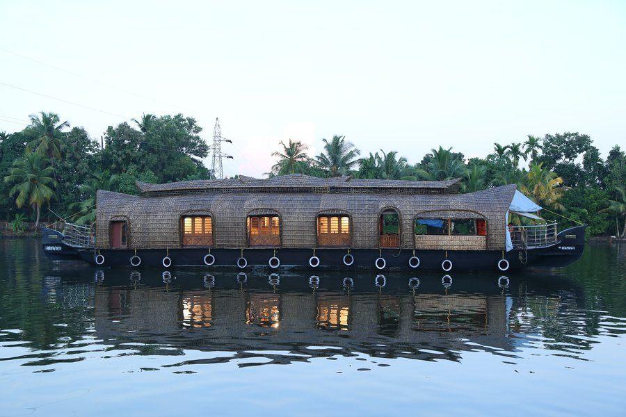 4119-houseboat-in-alleppey 1